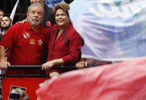 Lula e Dilma em campanha Foto: Fernando Donasci / O Globo (03/10/2014)