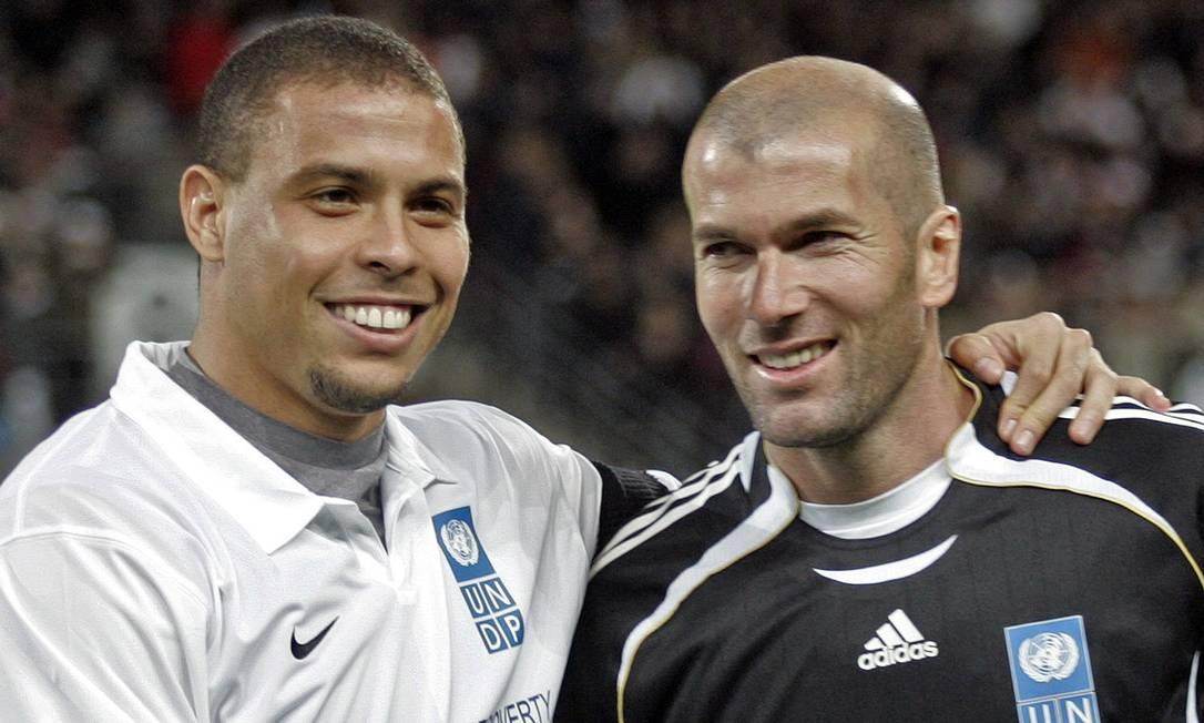 Ronaldo e Zidane em jogo beneficente da Unicef, em 2007. Jean-Paul Pelissier/Reuters/19-03-2007