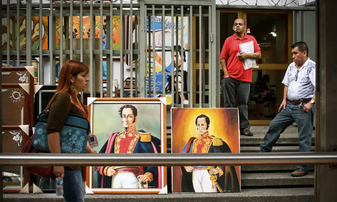 Homem e mito: Morto na Venezuela, ossada de Bolívar foi exumada por três presidentes como forma de conseguir força política Foto: MERIDITH KOHUT / NYT