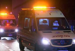Veículo preparado para isolamento transporta Teresa até o Hospital Carlos III. A primeira ambulância usada era inadequada Foto: REUTERS