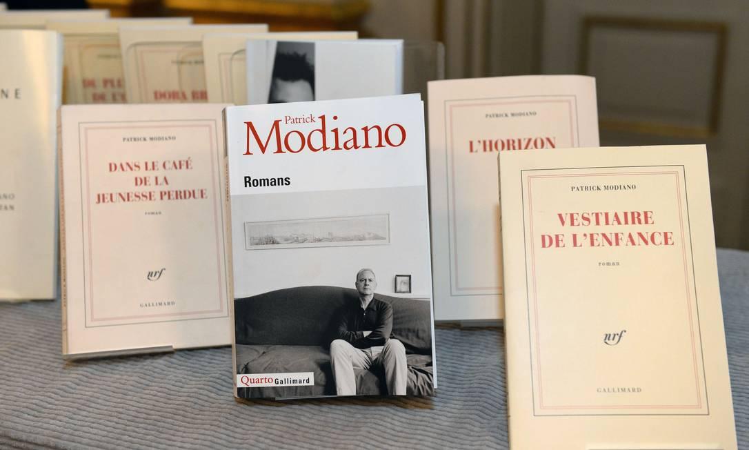 Livros de Patrick Modiano expostos na Suécia, logo após o anúncio do Prêmio Nobel de Literatura Foto: JONATHAN NACKSTRAND / AFP