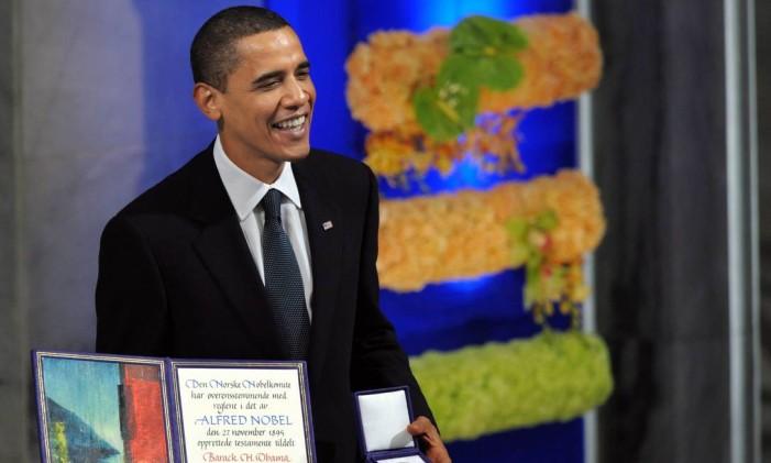 """Primeiro negro a ocupar a Casa Branca, Barack Obama recebeu o Nobel da Paz por seus """"esforços extraordinários para fortalecer a diplomacia internacional e a cooperação entre os povos"""". Obama é o quarto presidente dos EUA a receber a honraria. Foto: Jewel SAMAD / Agência O Globo"""