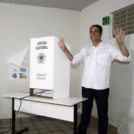 Paulo Câmara (PSB) foi eleito governador em Pernambuco Foto: Hans von Manteuffel / O Globo