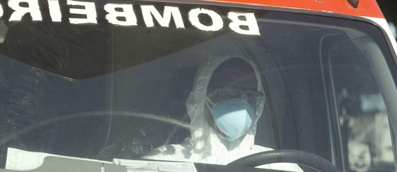 Paciente com suspeita de Ebola é encaminhado para a Fiocruz Foto: Pedro Teixeira / Agência O Globo