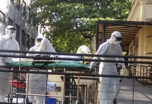Homem com suspeita de ebola chega à Fiocruz, no Rio de Janeiro Foto: STRINGER/BRAZIL / REUTERS