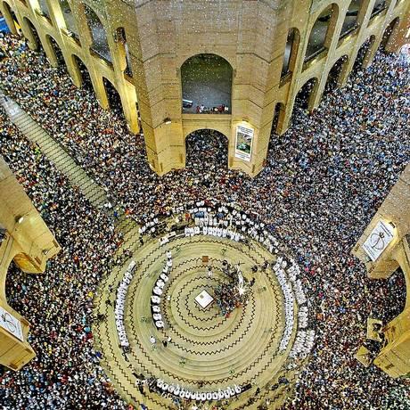A basílica lotada no Dia de Nossa Senhora Aparecida no ano passado Foto: Mauricio Lima/AFP