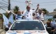 PA Nova Iguaçu (RJ) 11/10/2014 Eleições 2014 - Candidato Pezão fez carriata em Nova Iguaçu com Bornier e Luis Martins. Foto Marcos Tristão