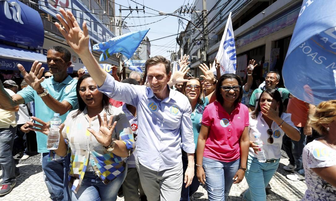 Crivella participou de agenda em Duque de Caxias, com as deputadas eleitas Rosângela Gomes (de rosa) e Tia Ju (de azul) Foto: / Fabio Rossi