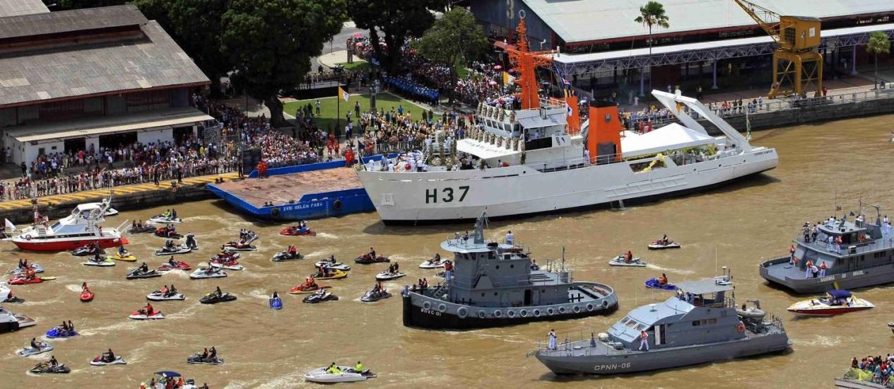 Cerca de 400 embarcações prestaram tributo à Nossa Senhora de Nazaré no sábado Foto: PAULO SANTOS / REUTERS