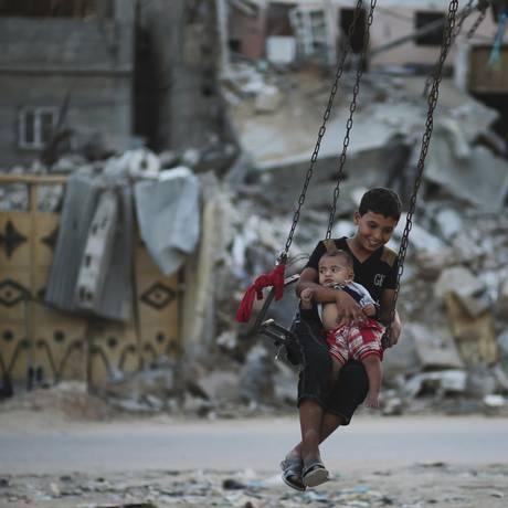 Faixa de Gaza tem 20 mil casas inabitáveis e cerca de 110 mil palestinos estão desabrigados Foto: MOHAMMED SALEM / REUTERS