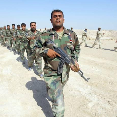 Combatentes xiitas que se juntaram ao Exército iraquiano. Relatório da Anistia Internacional afirma foi rechaçado por porta-voz das Forças Armadas Foto: REUTERS