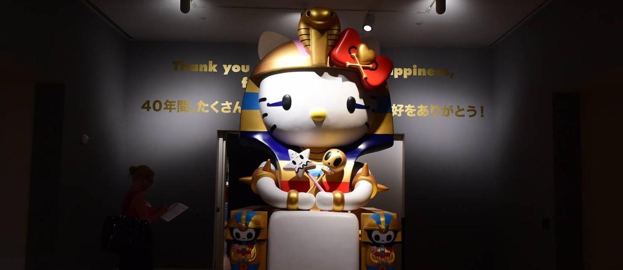 """A obra """"Kittypatra"""" faz parte da exposição """"Hello! Exploring the supercute world of Hello Kitty"""", no Japanese American National Museum, em Los Angeles Foto: FREDERIC J. BROWN / AFP"""