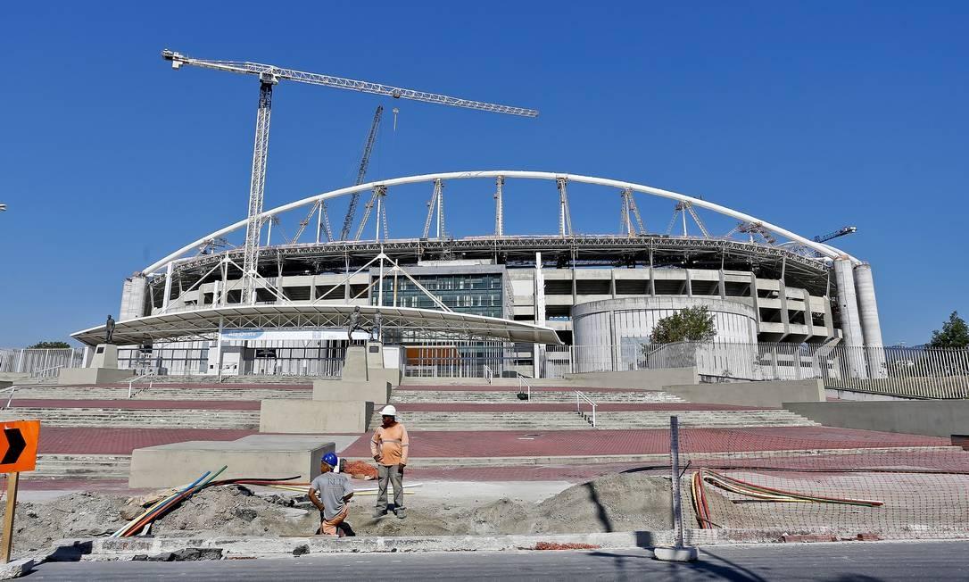 """Quase dois anos. O canteiro de obras do Engenhão, no calvário financeiro do Botafogo: previsão para a reabertura é """"no fim de novembro"""", mas o estádio só deve receber jogos em 2015 Foto: / Ivo Gonzalez"""