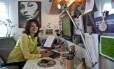 Lícia Manzo em seu escritório