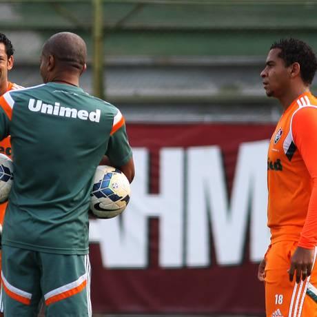 O técnico do Fluminense, Cristóvão Borges, entre Fred e Walter Foto: Nelson Perez / Fluminense