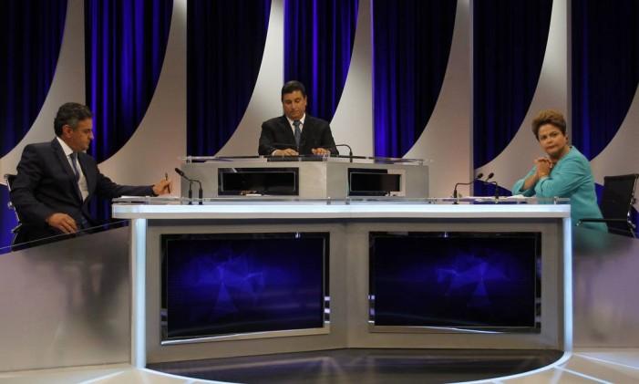 Dilma e Aécio participam de debate promovido por SBT, Jovem Pan e UOL Foto: Fernando Donasci / Agência O Globo