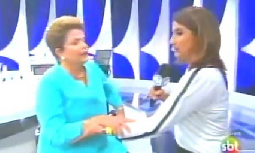 Dilma Rousseff passou mal após debate no SBT, em que confrotou Aécio Neves no segundo turno. Ela alegou ter tido uma queda de pressão Foto: Reprodução