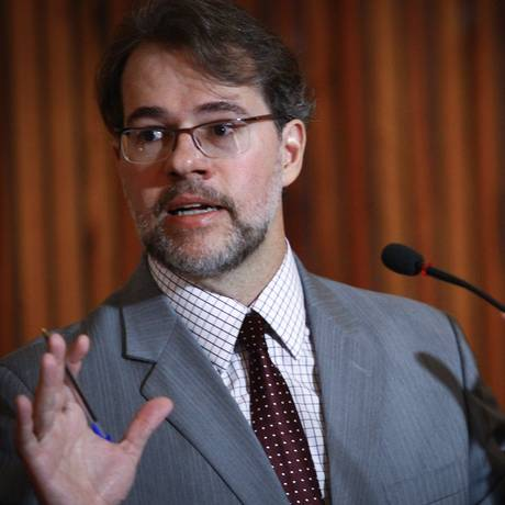 Dias Toffoli criticou ataques mútuos entre os presidenciáveis Dilma e Aécio nos programas de TV Foto: André Coelho/16-05-2014 / Agência O Globo