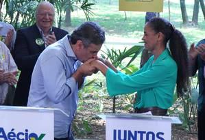 Aécio Neves e Marina Silva tem primeiro encontro publico após anúncio de apoio em São Paulo Foto: Marcos Alves / Agência O Globo