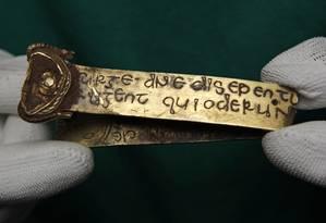 O tesouro é composto por cerca de 3.700 fragmentos - cerca de 2.800 de prata e 839 de ouro Foto: Eddie Keogh / REUTERS