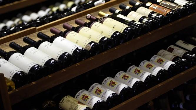 Loja de vinhos, no Rio: para Secretaria de Fazenda estadual, mudança na forma de recolher ICMS reduz sonegação, aumenta a arrecadação e não afeta preços Foto: Fabio Rossi