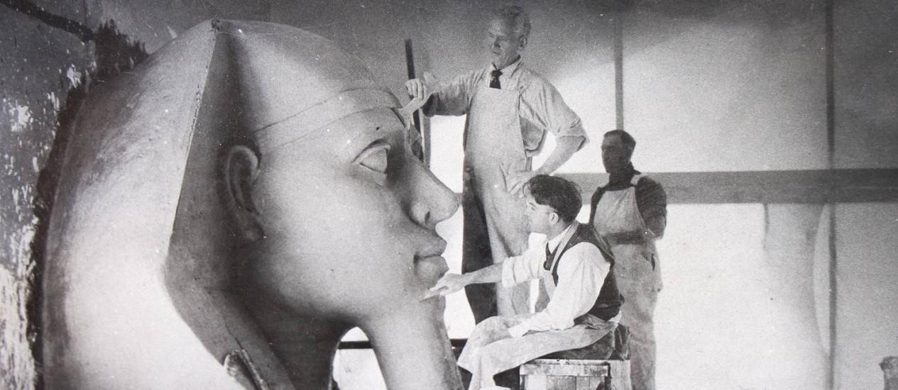 Uma das esfinges feitas pela equipe de 'Os dez mandamentos', em 1923 Foto: History Center of San Luis Obispo County / Divulgação