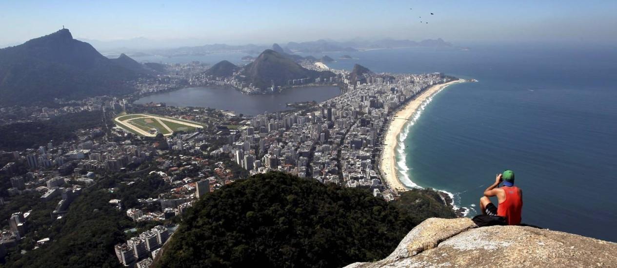 Vista do alto do morro Dois Irmãos, no Vidigal Foto: Custódio Coimbra / Agência O Globo