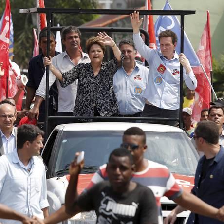 Em comício, ao lado de Dilma, estiveram Marcelo Crivella (PRB), Lindbergh Farias (PT) e Anthony Garotinho (PR) Foto: Pablo Jacob / O Globo