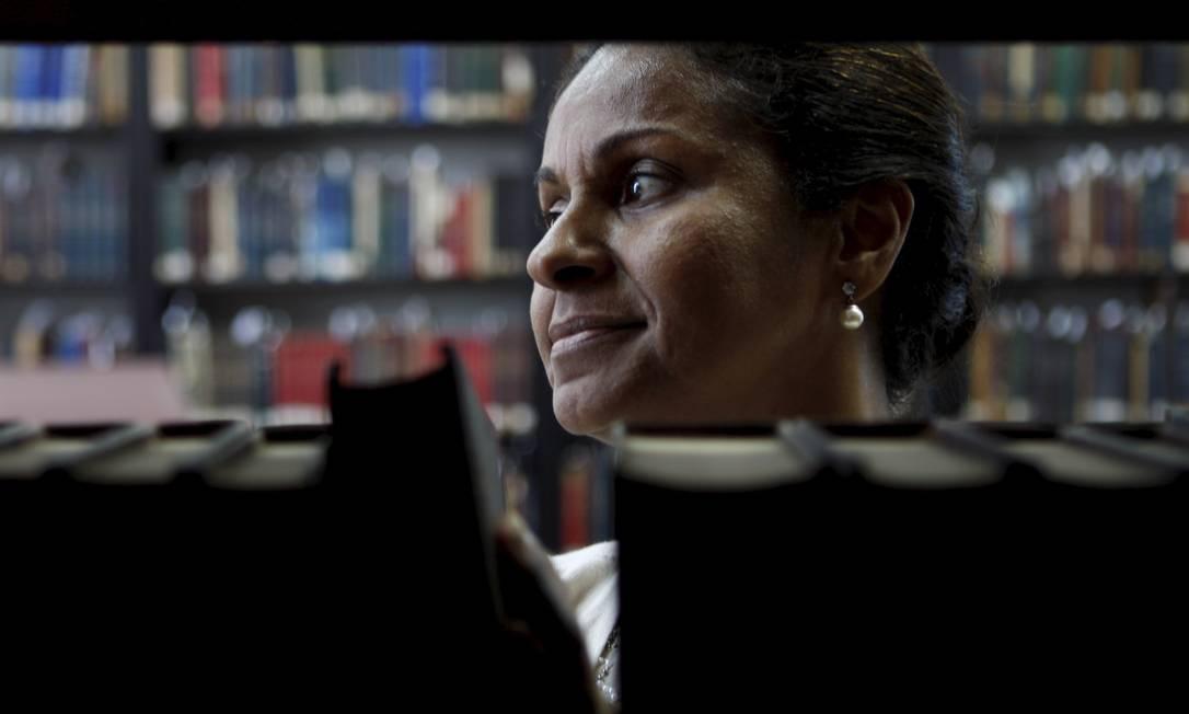 Ana Virgínia, cuida dos livros raros da Biblioteca Nacional. Foto: / Gustavo Stephan