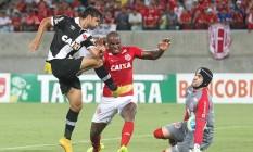 Pedro Ken chuta para ótima defesa de Andrey, no primeiro tempo Foto: MarceloSadio / Vasco da Gama