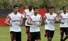 Cáceres, Marcelo, Eduardo da Silva, Éverton e Gabriel no treino do Flamengo na véspera do jogo contra o Internacional Foto: Cezar Loureiro / Agência O Globo