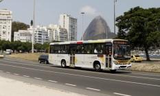 Ônibus cruza o Aterro do Flamengo Foto: Agência O Globo / Guilherme Leporace