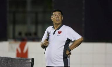 Joel Santana rebateu as críticas de Kléber e disse que o próprio atacante não joga sempre Foto: Guilherme Pinto / Extra