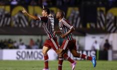 Edson (à esquerda) comemora após marcar o gol da vitória do Fluminense sobre o Santos Foto: Divulgação/Photocamera