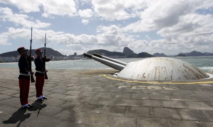 O Forte de Copacabana tem uma vista deslumbrante para apreciar o por do sol Foto: Gustavo Miranda / Agência O Globo
