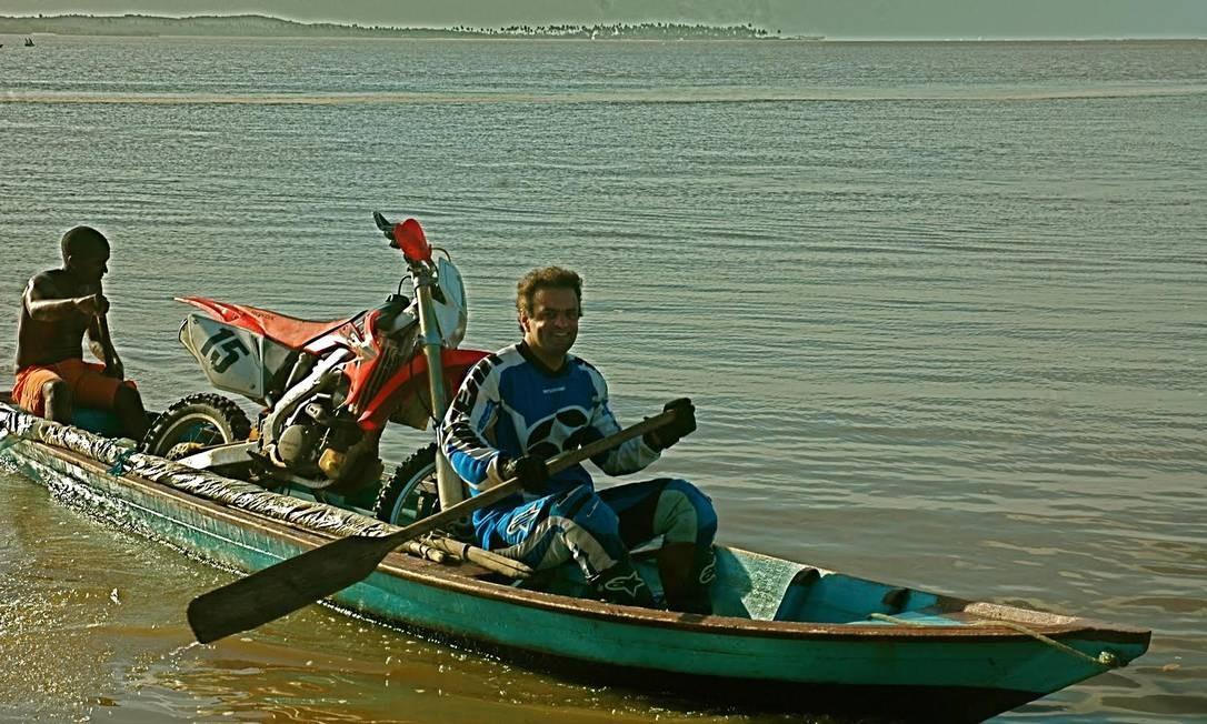 Travessia de rios feita no Ceará, em julho de 2009, quando saiu uma semana em férias. A viagem incluiu ainda Lençóis Maranhenses, Delta do Parnaiba e Jericoacoara Foto: Arquivo Pessoal / Arquivo pessoal