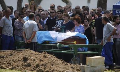 Enterro da delegada Tatiene Damaris: morta pelo marido Foto: Felipe Hanower / Agência O Globo