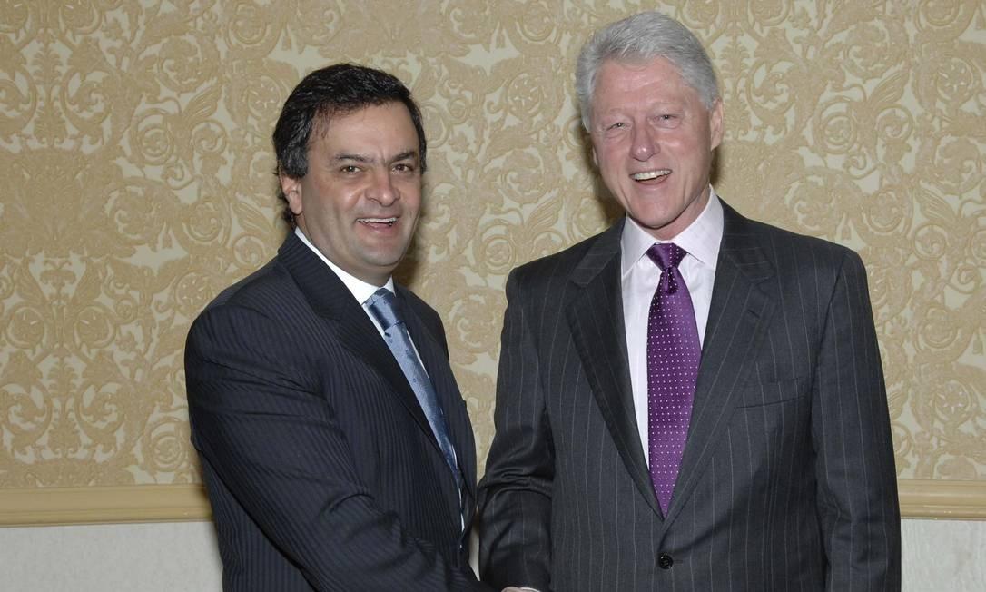 Aécio Neves, então governador de Minas, em Nova York, no Fórum de Desenvolvimento Sustentável 2007 realizado pela Associação das Nações Unidas-Brasil (ANUBRA), com o ex-presidente dos EUA Bill Clinton Foto: Luciana Prezia / LFP