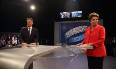 Debate entre os candidatos à Presidência Dilma Rousseff e Aécio Neves na TV Globo Foto: Marcelo Carnaval / O Globo