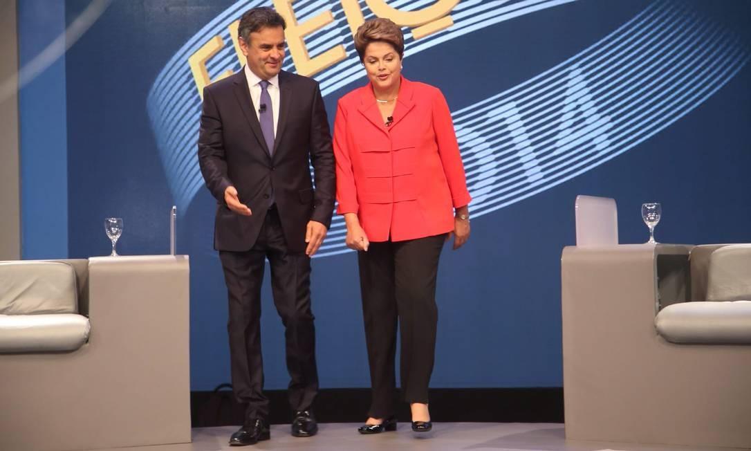 Debate começou às 22h08 Foto: Marcelo Carnaval / Agência O Globo