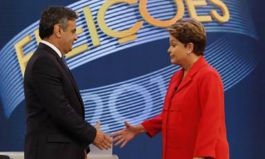 Aécio Neves e Dilma Rousseff durante debate na TV Globo Foto: Alexandre Cassiano / Agência O Globo