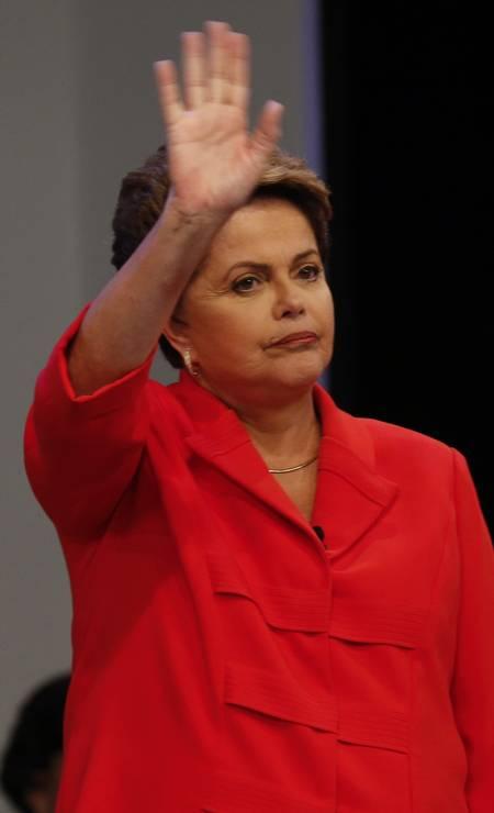Muito bem humorada, Dilma comentou seu desempenho no debate: 'Achei bom o debate. Em eleição, a gente só fica tranquilo a hora que fecha (a apuração das urnas)' Foto: Alexandre Cassiano / Agência O Globo