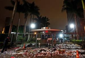 Sede da editora abril é pichada e tem lixeiras derrubadas nesta sexta-feira Foto: Folhapress / Ernesto Rodrigues