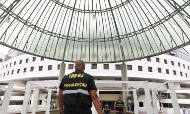 Fiscais do TRE fizeram vistoria na Catedral Mundial da Fé, sede da Universal no Rio Foto: . / Agência O Globo