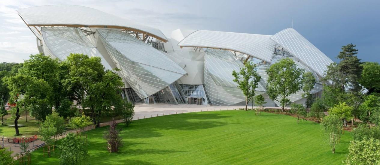 Fundação Louis Vuitton, no parque Bois de Boulogne: 'Minha ideia era construir um prédio em movimento, como uma nuvem que muda graças à luz' Foto: Iwan Baan / Divulgação