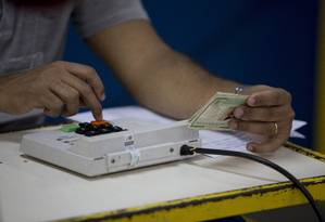 Votação do segundo turno começou às 8h deste domingo Foto: Márcia Foletto / Agência O Globo
