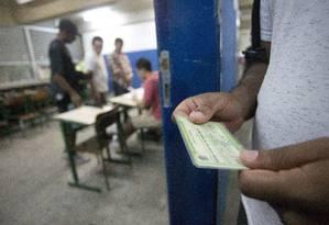 Eleitores votam no Ciep Ayrton Senna, na Rocinha, no Rio de Janeiro Foto: Márcia Foletto / Agência O Globo