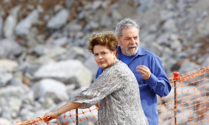 Dilma grava propaganda ao lado de Lula Foto: André Coelho / O Globo