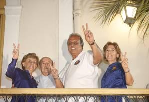 O governador Luiz Fernando Pezão é reeleito e comemora junto com o vice Francisco Dornelles e suas respectivas mulheres, em um hotel no Flamengo Foto: Marcelo Carnaval / Agência O Globo