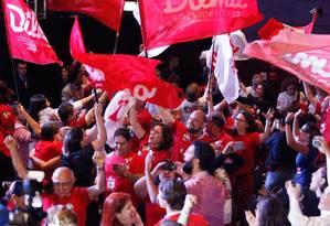 Militantes do PT comemoram a vitória de Dilma Roussef em um hotel de Brasília Foto: ANDRE COELHO/Agencia O Globo / Agência O Globo